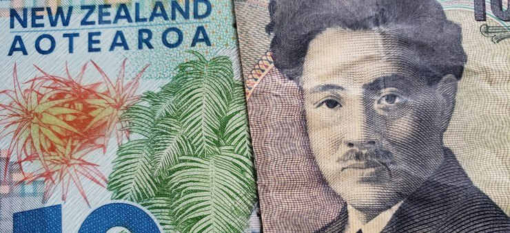 New Zealand dollar and Japanese yen banknotes