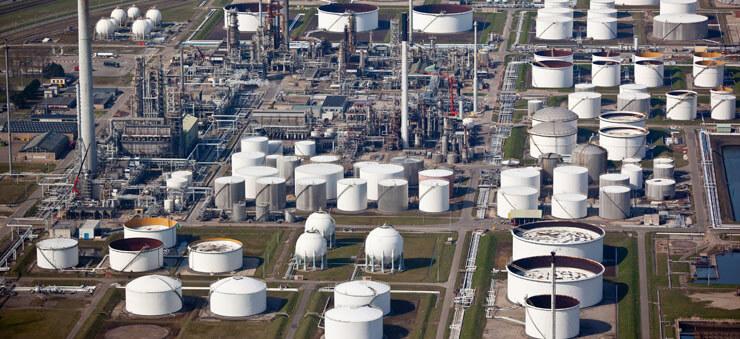 oil refinery image